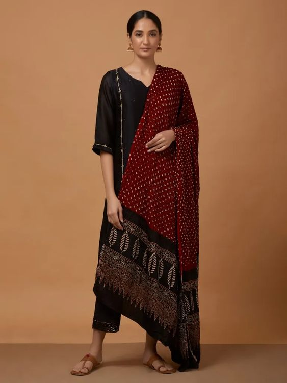 durga-puja-outfit-ideas_ethnic