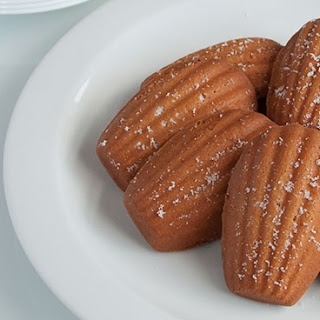 French Madeleine cakes