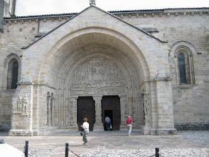 Photo: Entrée de l'Eglise