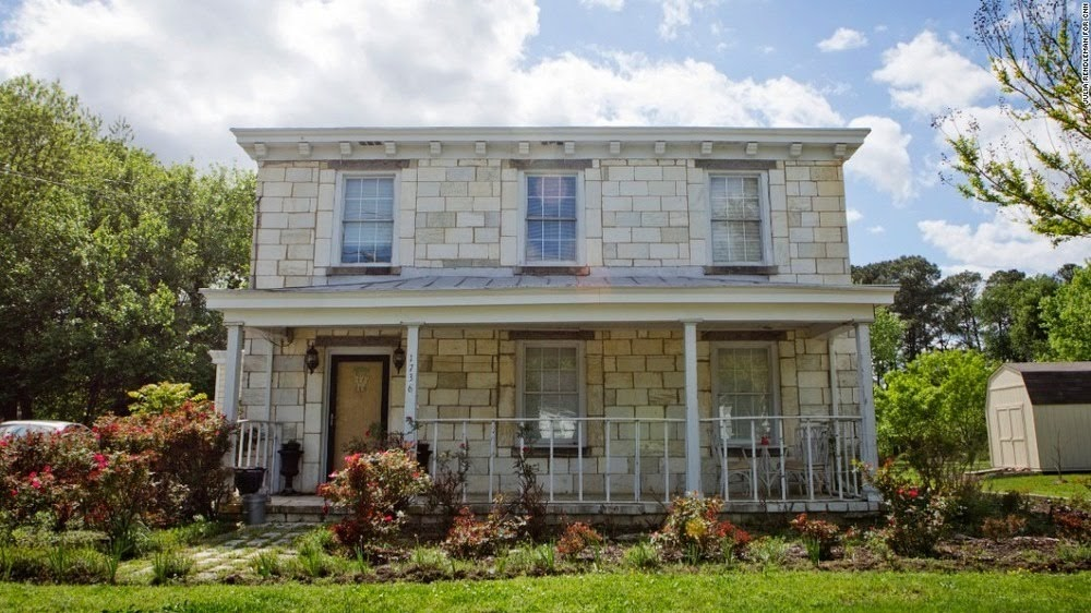 Casa das Lápides, a casa inusitada da Virgínia