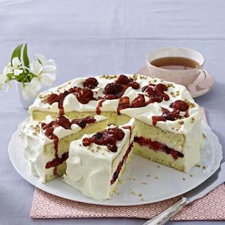 Sponge Cake with Banana Cream and Fresh Berries.