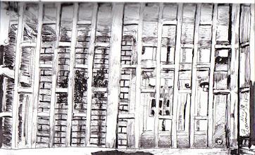Photo: 重重關卡2011.11.10鋼筆 進入戒護區必須先經過三道鐵門,控制這三道門的勤區是一隻小小的鐵籠,每次我來這裡值勤,就覺得像被關在狗籠子裡....