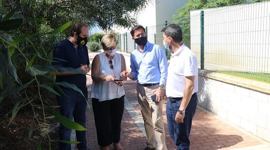Acondicionan un solar para aparcar cerca del futuro colegio de Almerimar
