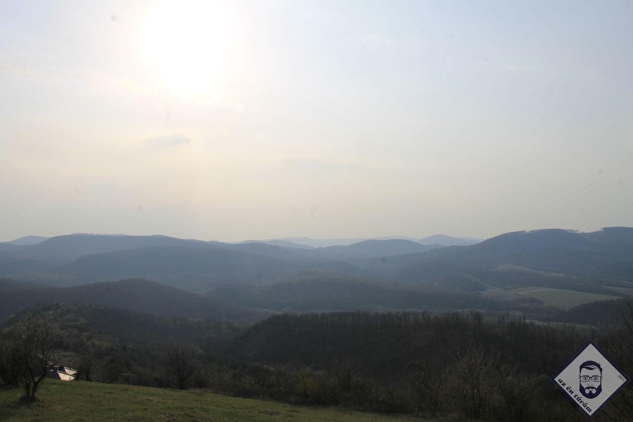KÉP / Lent a völgyben Vágáshuta