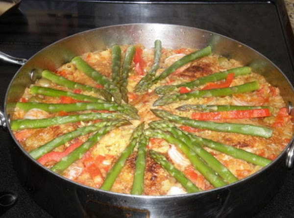Paella Cubana Con Chorizo, Marisco Y Pollo (cuban Paella With Sausage, Seafood And Chicken) Recipe