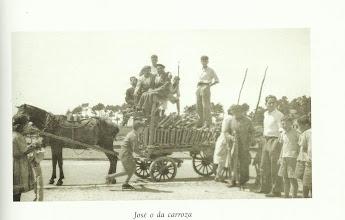 Photo: José o Carroza. Daquela había dous carros con cabalo na cidade.