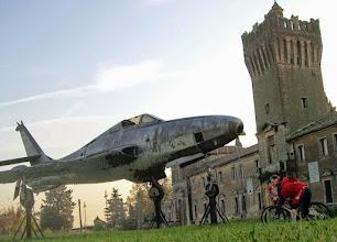 Photo: Erste Station ist das Flugmuseum San Pelagio, wo man sich vor Tieffliegern in Acht nehmen muss!