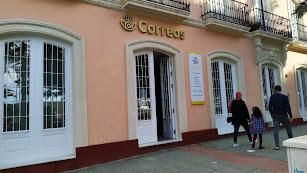 La sede de Correos en el Parque Nicolás Salmerón con las puertas abiertas