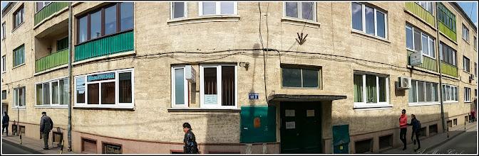 Photo: Str. Şterca Şuluţiu, Nr.3 - fostul bloc al Fabricii Silica -  bloc pe piloni din cauza filonului de sare din teren - constructie din anii 1954, 55 -  in stanga imaginii  fostul sef de investitii la Fabrica Silica - Remus Jercau - 2017.03.16