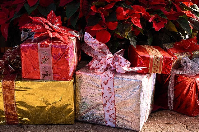 Last-Minute Christmas Shopping On A Budget: Pick Up Your Last Few Gifts With These Tips