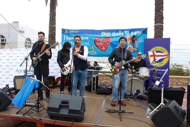 Los Vinilos durante su gran actuación en el Parque de las Almadrabillas.