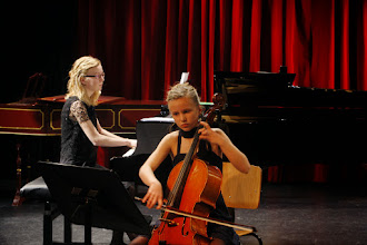 Photo: Merel en Jolijn Zoutendijk - tweede prijswinnaars op Jan Pasveerconcours 2015 - Ardito fotografie