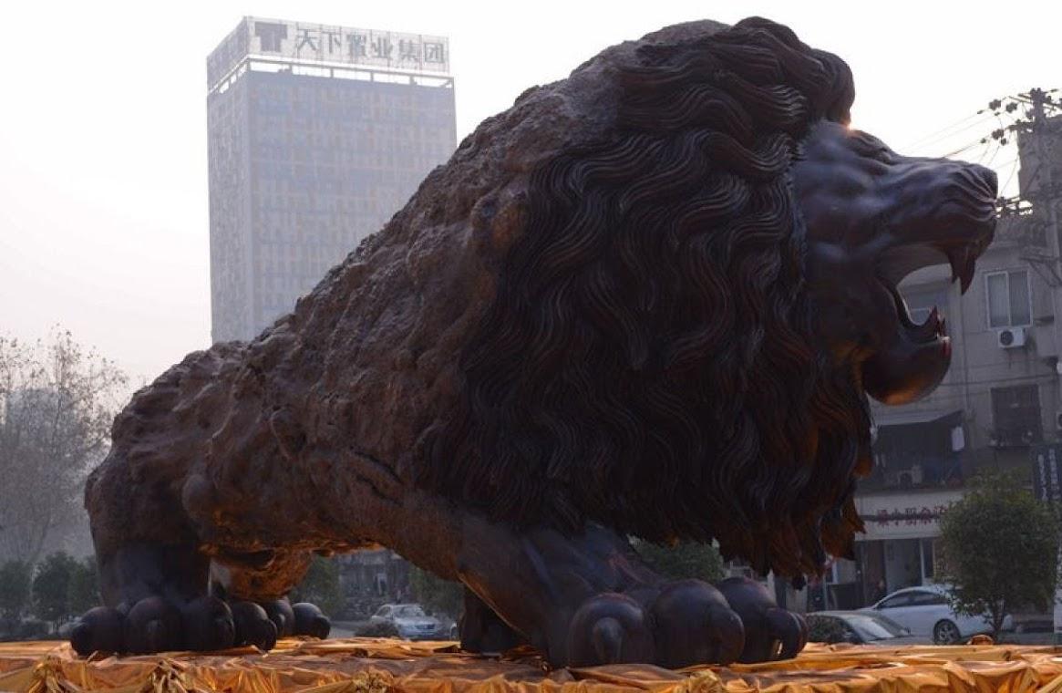 Leão Oriental, a maior escultura de madeira do mundo