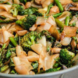 Thai Flat Rice Noodles w/ Broccoli & Asparagus (vegan, gluten-free).