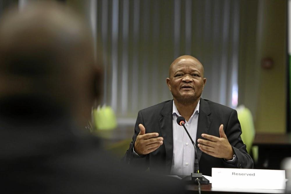 Die regering bestee byna R30 miljard per jaar aan 'miljoenêrbestuurders': DA - SowetanLIVE