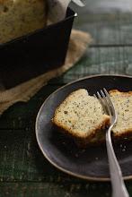 Photo: http://www.gastroadikta.com/2013/09/lemon-poppy-seed-bread.html