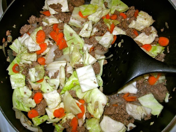 Return browned beef, onions, and garlic to heat.  Add cabbage and carrots. ...