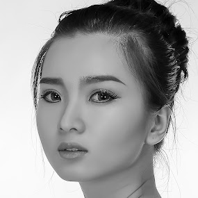 Monica Angel by Cai Xiong - People Portraits of Women ( studio, indonesian, model, black and white, woman, close up )