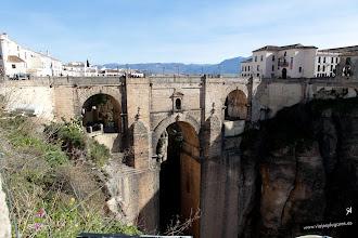 Photo: 1: Estamos ¡en Ronda!, enfrente el Puente Nuevo sobre el río Guadalevín que pacientemente ha formado este tajo, una garganta de 100 metros de profundidad y unos 500 metros de largo.