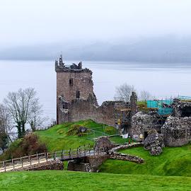 Urquhart castle by Zsolt Zsigmond - Buildings & Architecture Public & Historical ( castle, united kingdom, loch ness, urqhart castle, lake, scotland )