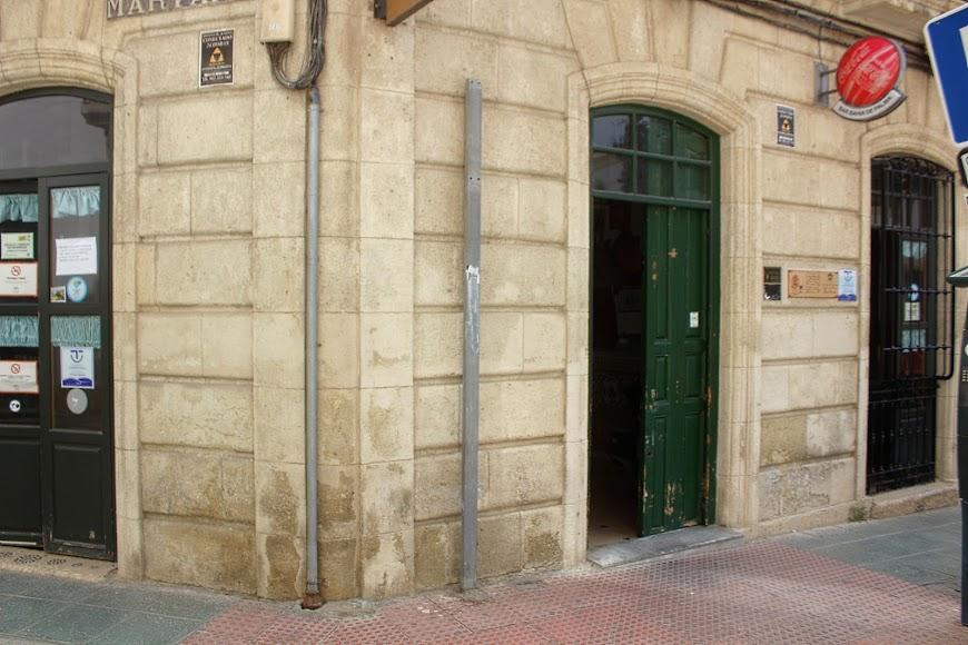 Bar Bahía de Palma, ubicado en la Plaza de la Administración Vieja. Sirven a domicilio sus tradicionales especialidades y comidas típicas.