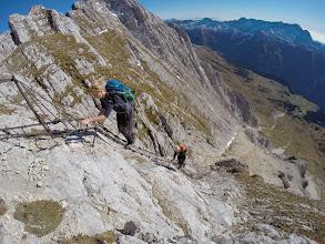 Photo: Na poti v dolino pa so se proti vrhu vzpenjali tudi Avstrijski gornik in gornici