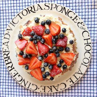 VICTORIA SPONGE CELEBRATION CAKE