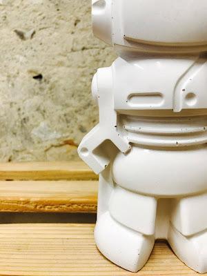 détail  déco en béton figurine en béton blanc