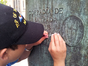 Photo: Leyendo con los dedos.