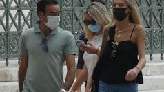 Enrique Ponce y Ana Soria pasean con mascarilla.