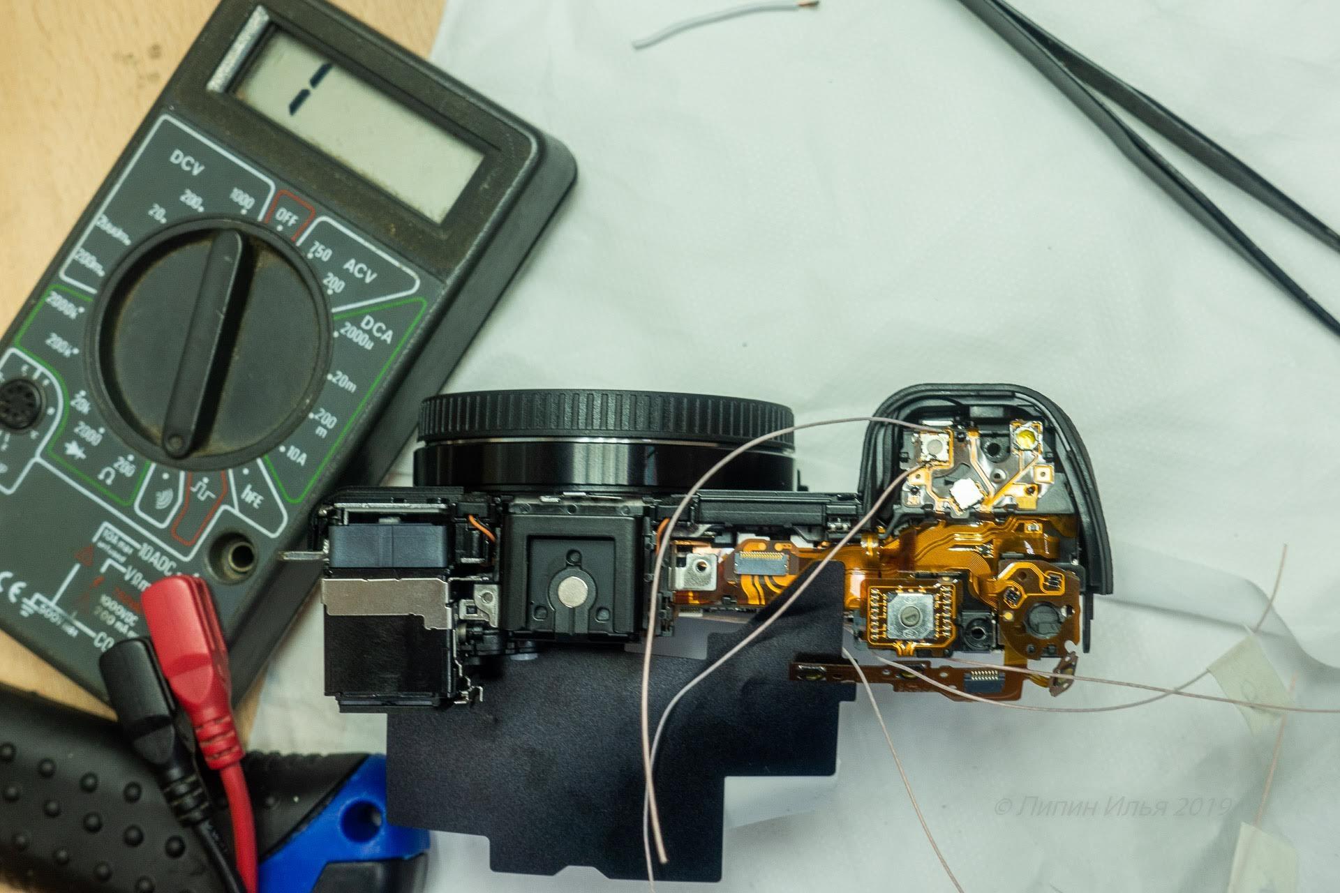 Верхние провода впаиваются в кнопку спуска/фокуса аналогично. И сразу же-проверка.