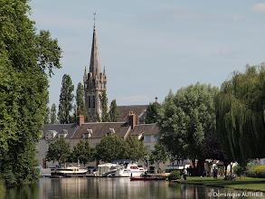 Photo: Vue sur l'église et les bateaux, cliché pris au téléobjectif