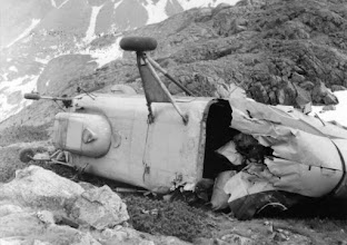 Photo: 1969 májusában a Nagy-Tarpataki-völgyben a Fuchs-tó közelében lezuhant egy MIL MI-4 típusú helikopter. A gépen tartózkodó egyik hegyimentő kiugrott ugyan a zuhanó helikopterből, de az rázuhant, ezért életét vesztette. Fotó: wikipedia