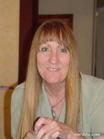 فروع اشجار خزف الفنانة Linda Nowell