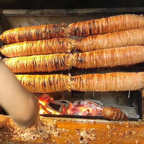 トルコを代表するホルモン料理「ココレッチ」とは? / イスタンブールの名店「クラル・ココレッチ」
