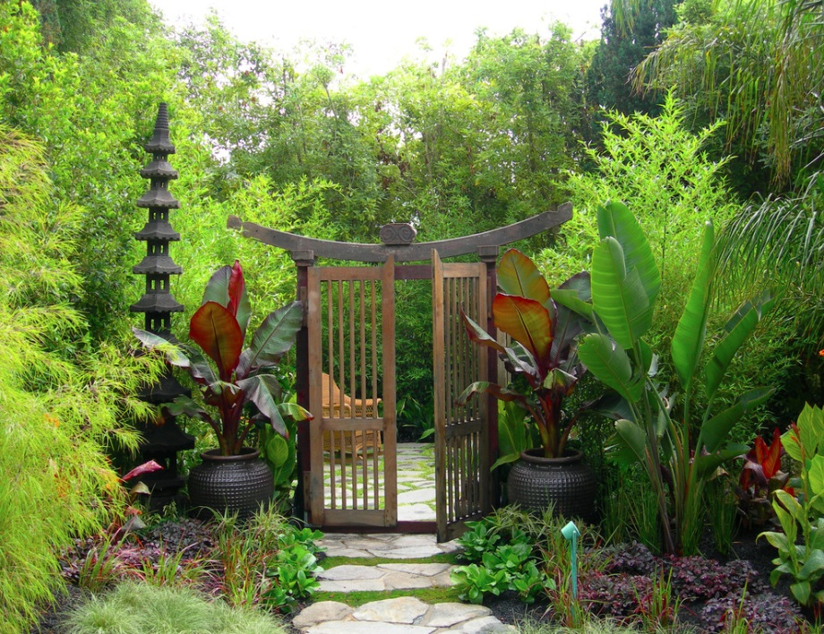 Inspirasi model gerbang atau pintu masuk Zen Garden - source: freshome.com