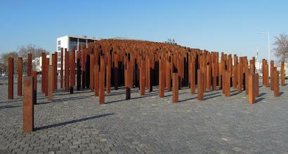 Photo: Az emlékmű a Városliget felől nézve