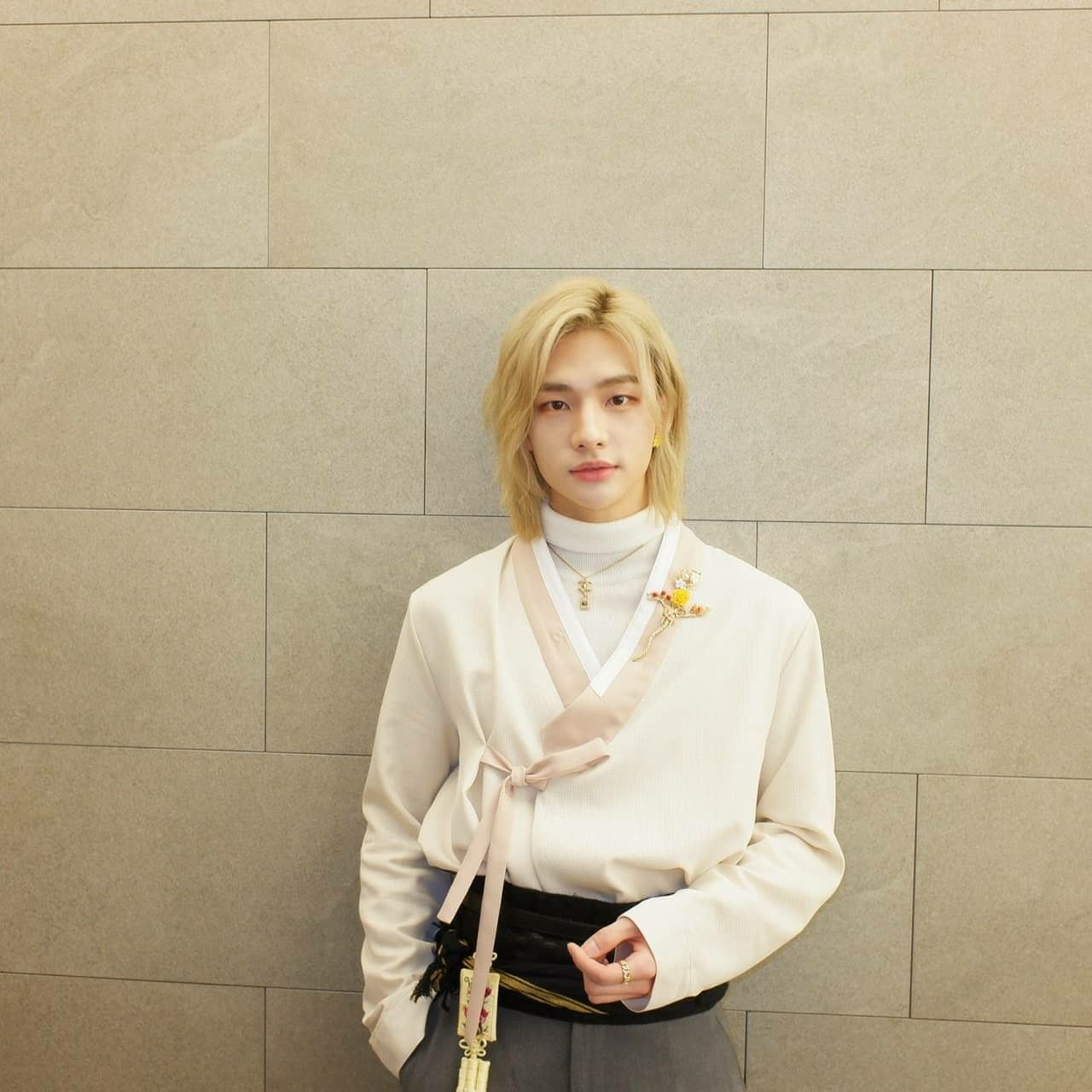 stray kids hyunjin long blond hair realstraykids ig