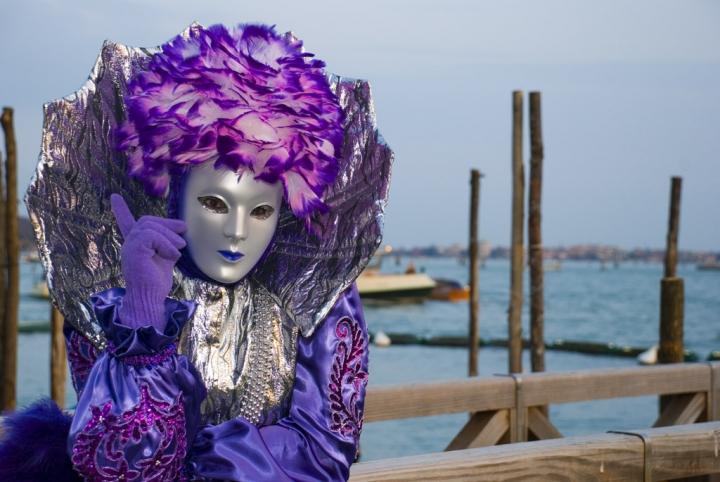 Lady in purple di AT-73
