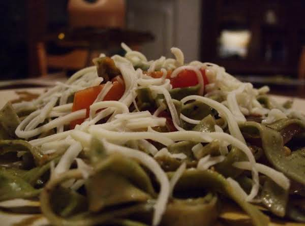Spinach Fettuccine With Veggies And Cheese