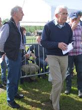 Photo: De keurmeesters zijn de heren G. Bos en A. Kraaij.