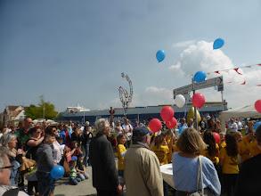 Photo: Wind Art Eröffnung am Fährhafen, Alte Vogtei, mit der Schülerskulptur Windblüte unter Leitung des Künstlers Mirko Siakkou-Flodin