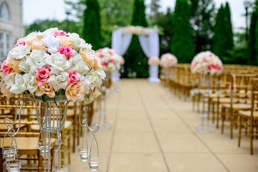Wedding Wednesday: Booking the Wedding Venue: How to Choose and What to Consider