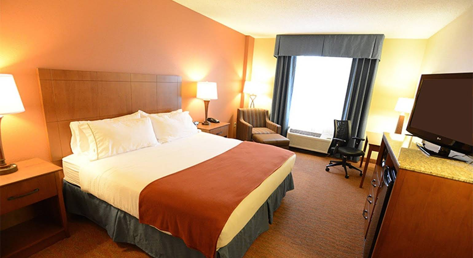 Holiday Inn Express Hotel & Suites Coralville