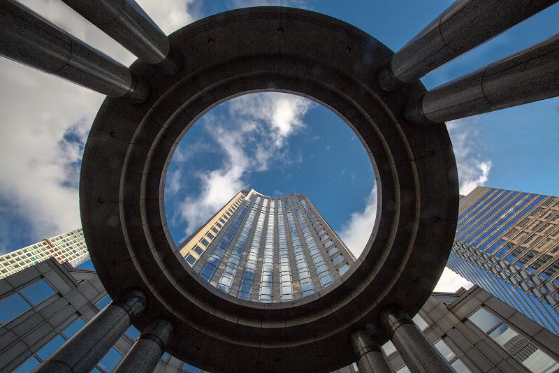Uno sguardo verso l'alto nella City... di domenicorigon