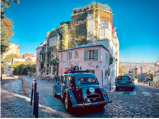 Historical sightseeing tours of Paris in a vintage luxury french car, with open roof