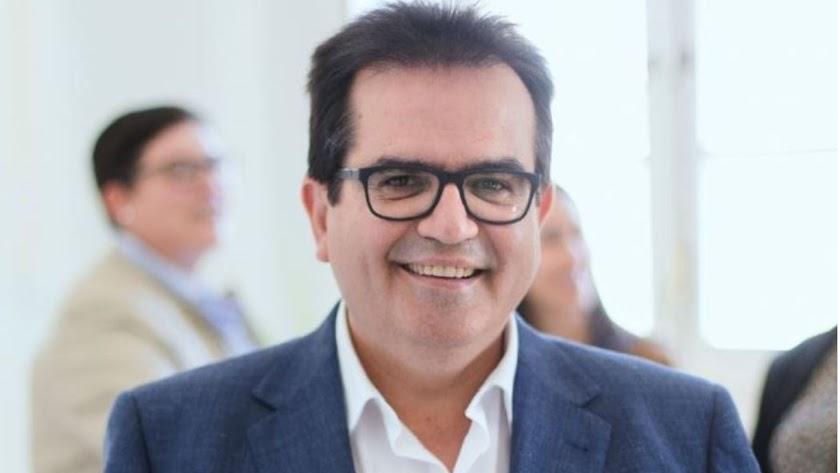 Antonio J. Rodríguez, posando en plena actividad de campaña.
