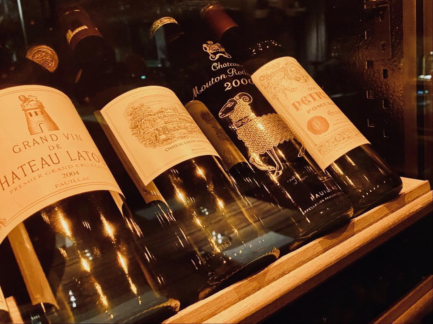 Ein Bild, das Text, drinnen, Zähler, Alkohol enthält.  Automatisch generierte Beschreibung