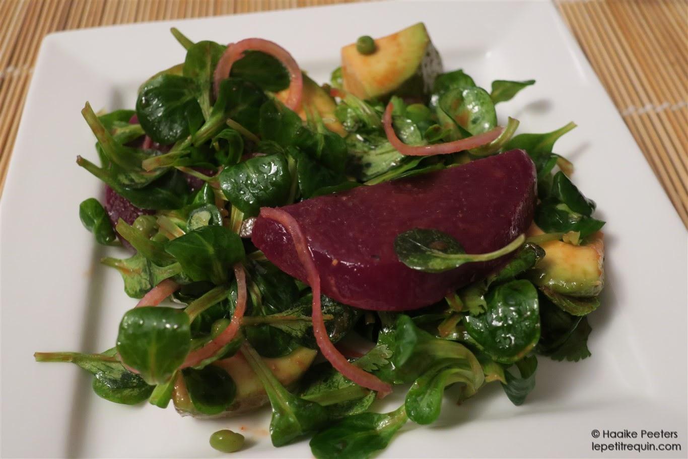 Salade met avocado, rode biet en erwtjes (Le petit requin)