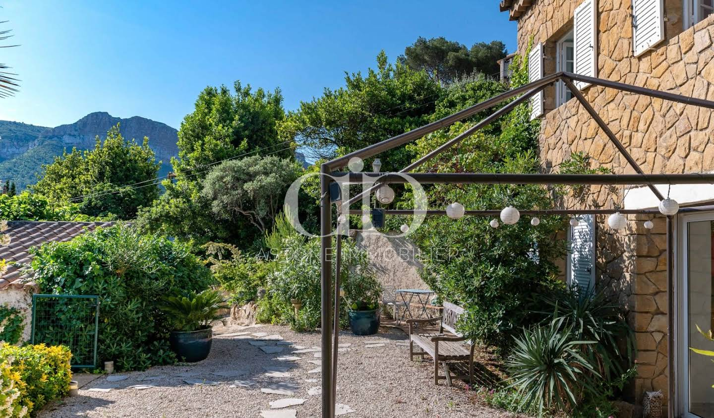 House with pool and terrace Cassis